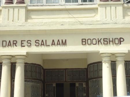 Devanture d'une librairie datant de l'époque coloniale