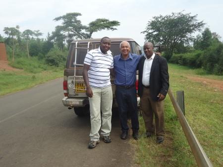 Sur les routes du district, en compagnie de Modeste, fonctionnaire au REB, et d'Alexis, notre chauffeur...