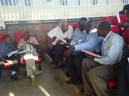 Mardi 22 janvier. Réunion de travail avec les mentors - tous originaires de l'Ouganda...