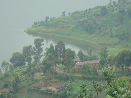 Les rives du lac Ruhondo et, ci-dessous, vue du lac Burera