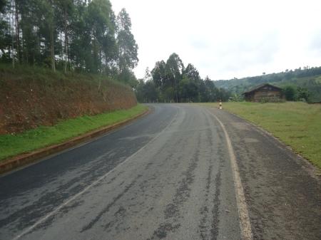 Autouroute rwandaise... Pas un papier qui traîne!...