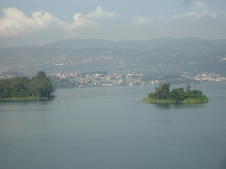 Bukavu, à l'horizon, de l'autre côté du lac Kivu...