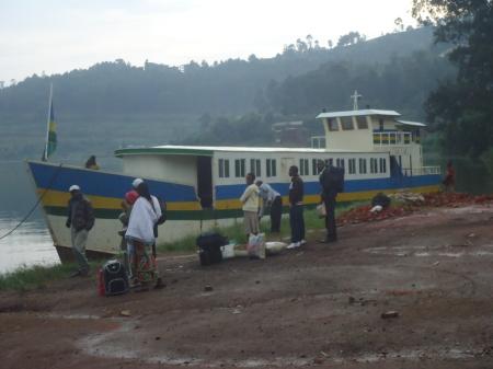 Mardi matin 9 avril, dans le port de Cyangugu...