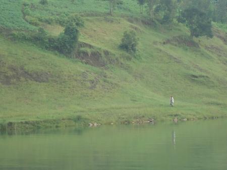 Le long d'un sentier au bord du lac Kivu