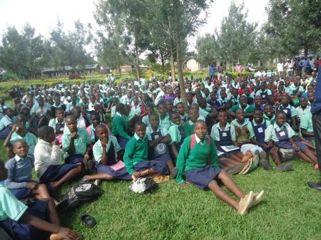 Les étudiants de P6 (l'équivalent de la 6è année au Canada) mercredi matin 24 avril, école Ntoma