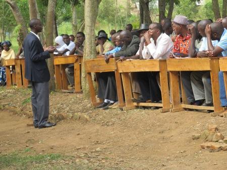 Le directeur de l'école GS Nyagatare lors d'une rencontre avec les parents