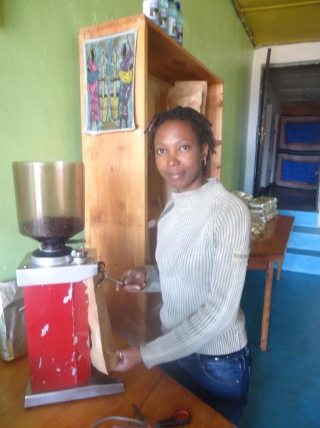Asumpta préparant le café...