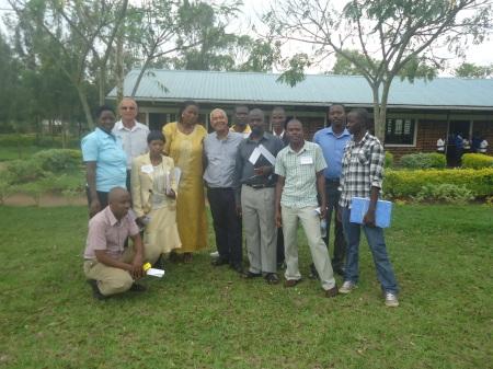 Après un atelier, en compagnie de l'équipe pédagogique du groupe scolaire Karangazi, vendredi 3 mai.,
