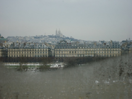 Montmartre et le Sacré-Coeur - vus de l'intérieur du musée d'Orsay, février 2012